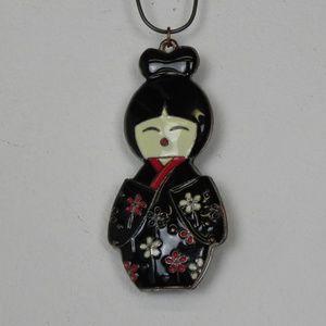 Vintage   Geisha Girl Asian Necklace Pendant